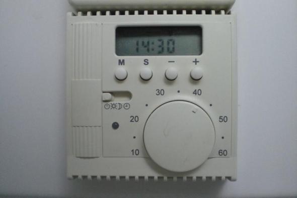 wie bedient man das thermostat einer fu bodenheizung. Black Bedroom Furniture Sets. Home Design Ideas
