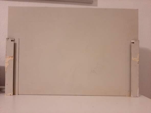 Wie befestige ich diese Lampe an der Wand (Foto)?