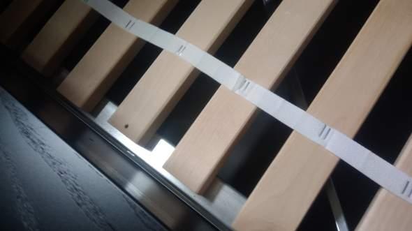 Wie befestige ich ein Holzlattenrost an ein Bett mit Mettalrahmen?