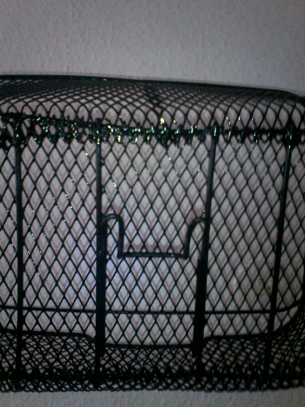 wie befestigt man einen losen fahrradkorb fest am. Black Bedroom Furniture Sets. Home Design Ideas