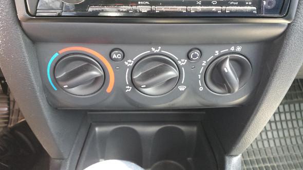 Clio 2002 Mittelkonsole 1 - (Auto, Renault, Ausbau)