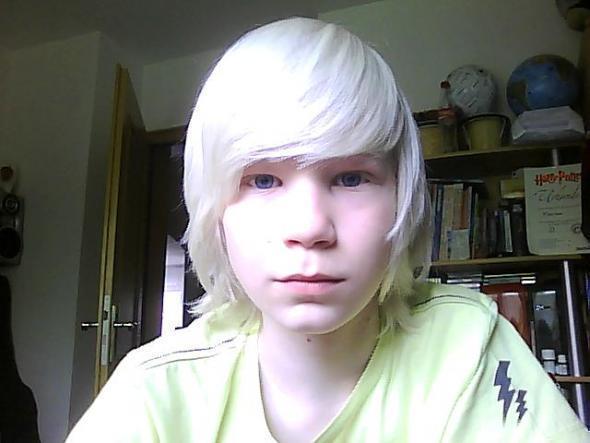Wie bekomm ich meine haare SO weiß..? (Haarfarbe, blond, blondieren)