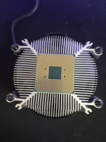 Wie bekomme ich die CPU von Kühler ab?