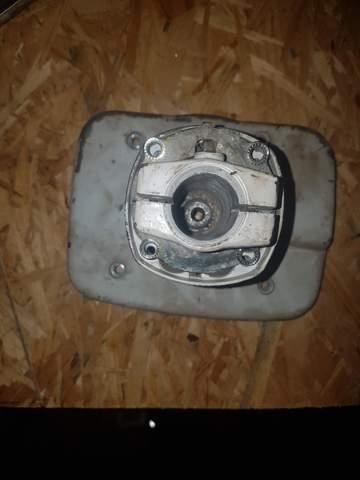 Wie bekomme ich die Kupplungsklocke von einer stihl fs 160/180 runter?