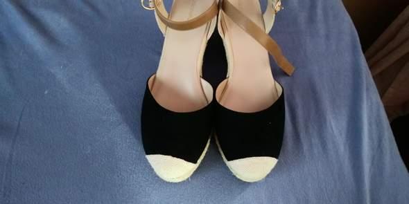 Wie bekomme ich die Schuhspitzen schwarz?