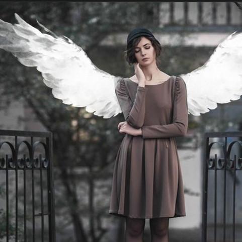 die Ebene der Flügel sind hinter der Frau  - (Bilder, ebenen, picsart)