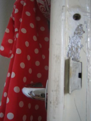 wie bekomme ich ein berlackiertes t rschloss aus der t r wohnung handwerk tuerschloss. Black Bedroom Furniture Sets. Home Design Ideas