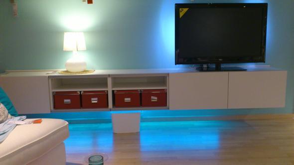wie bekomme ich mein neues lowboard von ikea an die wand handwerk. Black Bedroom Furniture Sets. Home Design Ideas
