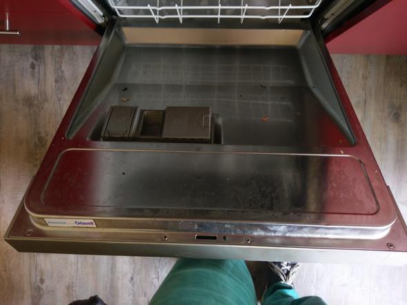 Wie bekomme ich meine Spülmaschine richtig sauber und woran liegt es ...