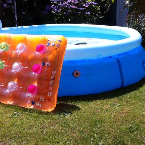 Wie bekomme ich pool wasser warm garten sommer poolwasser - Pool auf rasen stellen ...