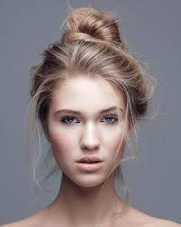 Wie Bekomme Ich So Einen Lockeren Dutt Hin Haare Beauty Frisur