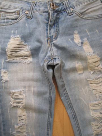 wie bekommt man bei einer jeans solche l cher hin selber machen used look hose. Black Bedroom Furniture Sets. Home Design Ideas