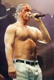 Wie bekommt man so einen Körperbau wie Till Lindemann ...