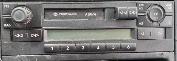Wie bestätige ich nach Eingabe des VW Alpha Radio Code diese Ziffern?