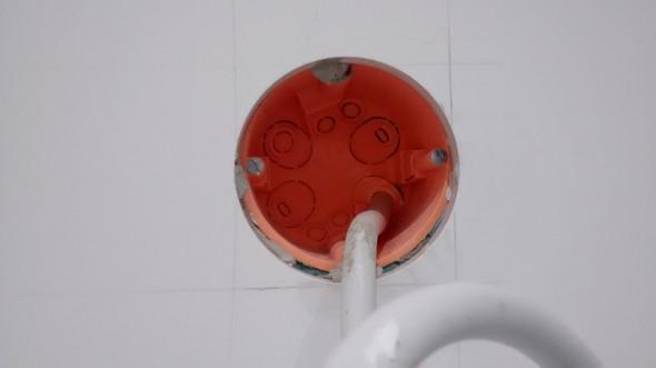 Bild des Loches aus welchem das Kabel kommt. - (Handwerk, Lampe, Bad)