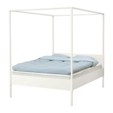 wie bringt man an diesem himmelbett vorh nge an m bel. Black Bedroom Furniture Sets. Home Design Ideas