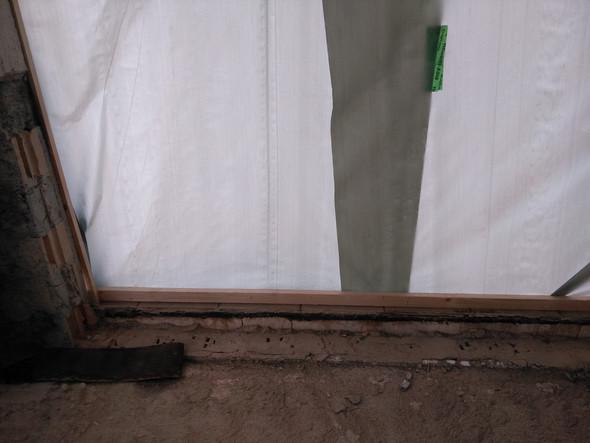 wie das bodentiefe fenster am besten abdichten renovierung sanierung mauer. Black Bedroom Furniture Sets. Home Design Ideas