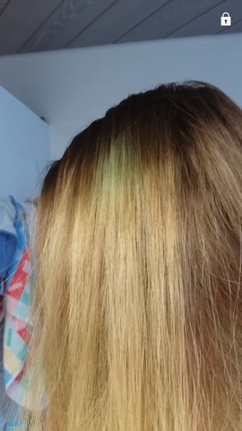 Deckhaar mit grünem Fleck - (Haare, Farbe, färben)
