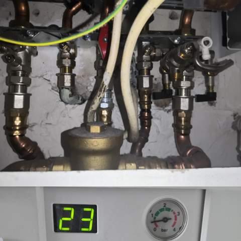 Wie erhöht man die Barzahl an einem Junkers Boiler?