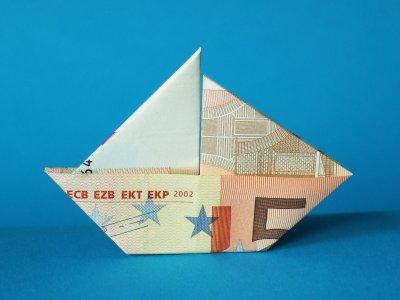 wie faltet man dieses boot aus einem 50 euro schein falten origami geldschein. Black Bedroom Furniture Sets. Home Design Ideas