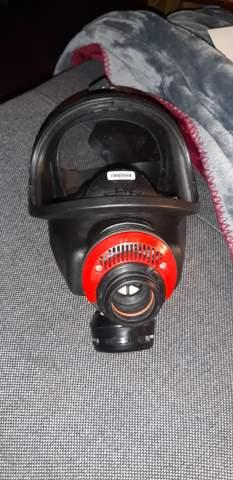 Wie Filter an Gasmaske befestigen?