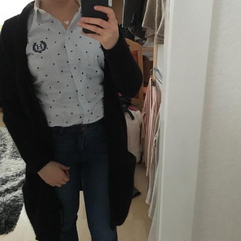 Wie findet ihr das Outfit? Soll das Hemd lieber in die Hose oder aus der Hose?