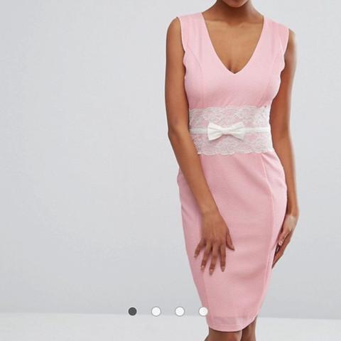 Wie findet ihr das rosa farbene kleid? (Verlobung)