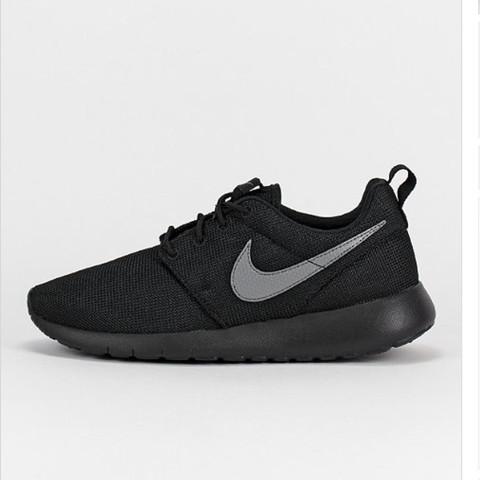 - (Schuhe, Nike, Roshe One )