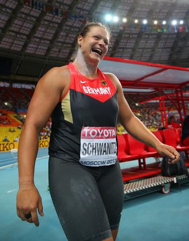 Wie findet ihr die Protzerei mit ihrer Kraft von Kugelstoßerin Christina Schwanitz  Sicher sie wird wohl zu den stärksten Frauen der Welt gehören??