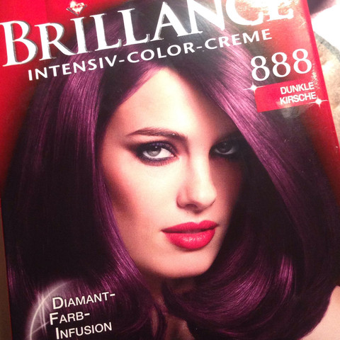 wie findet ihr diese violett rote haarfarbe haare rot dunkel. Black Bedroom Furniture Sets. Home Design Ideas