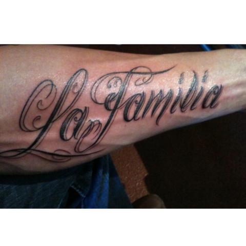 wie findet ihr dieses tattoo la familia familie aussehen. Black Bedroom Furniture Sets. Home Design Ideas