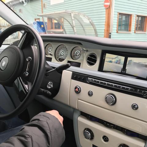 Wie findet ihr es in einem Rolls Royce zu fahren?