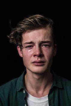Wie findet ihr es, wenn Männer weinen und Tränen in den Augen haben?