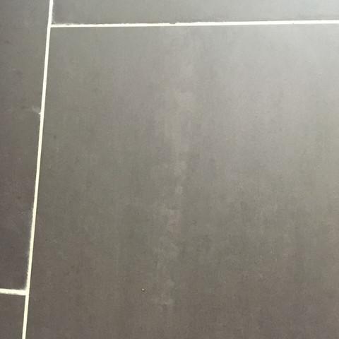 wie flecken auf matten feinsteinzeug fliesen entfernen renovieren baumarkt fliesenleger. Black Bedroom Furniture Sets. Home Design Ideas