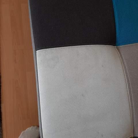 Wie Flecken aus dem Sofa entfernen?