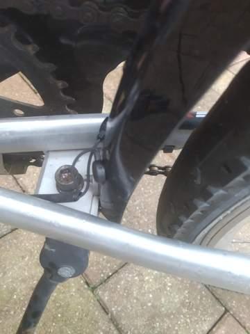 Wie funktioniert dieses Rücklicht beim Fahrrad? (Technik