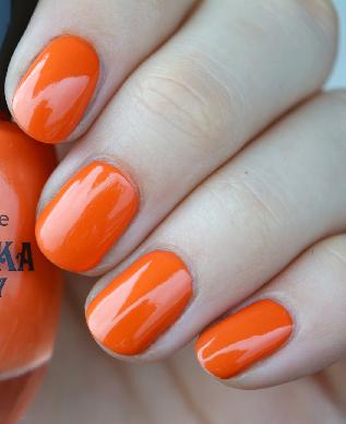 Wie gefällt euch oranger Nagellack?