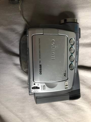 Wie geht die Videokamera (Canon)an?