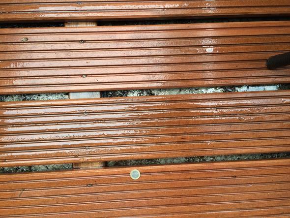 wie gro darf der abstand zwischen holzbrettern holzdielen auf dem balkon sein boden brett. Black Bedroom Furniture Sets. Home Design Ideas