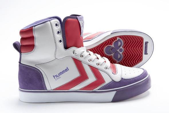 In Unterschiedlichesten Farbkombinationen von Gelb-Blau bis Rot-Lila - (Mode, Schuhe, Sneaker)