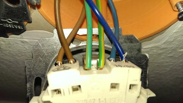 wie hat der elektriker die steckdose angeschlossen hilfe. Black Bedroom Furniture Sets. Home Design Ideas