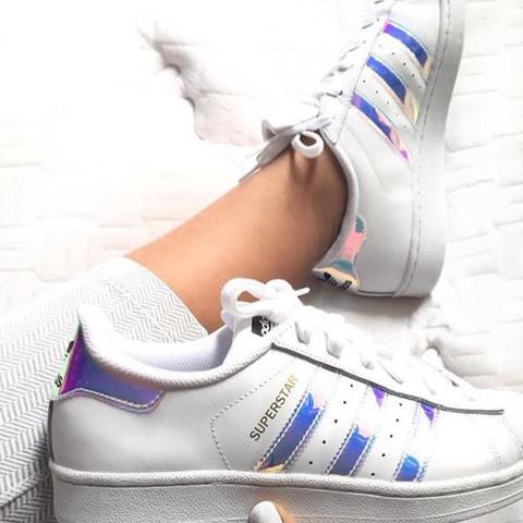 wholesale dealer 88fc7 8c37f Wie heißen die Adidas Superstar mit Silber glänzenden ...