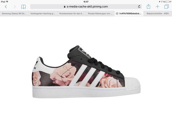 Wie heißen die Adidas mit Blumendruck?