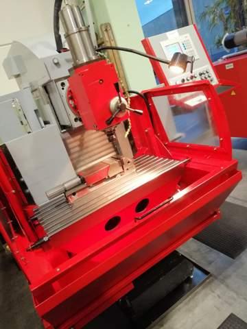 Wie heißen die wichtigen Bestandteile einer Fräsmaschine?