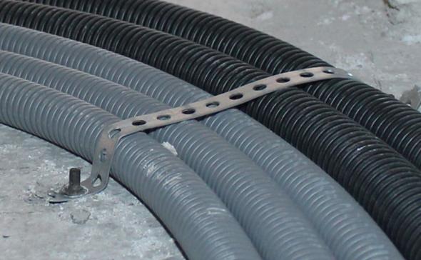 Wie heißen diese Dinger zum Befestigung von Kabeln am Boden?