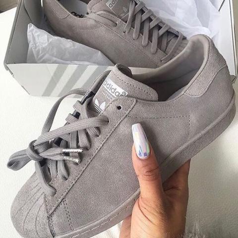 38fcfd1b02366e Wie heißen diese grauen Adidas Schuhe  Sondermodell  (Online-Shop ...