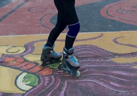Das blaue teil am linken Knie :) - (Kleidung, Volleyball, Knieteil)