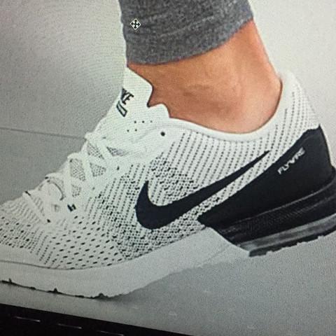 sale retailer c00e8 35286 Nike Schuhe schwarz weiß - (Sport, Fitness, Nike)