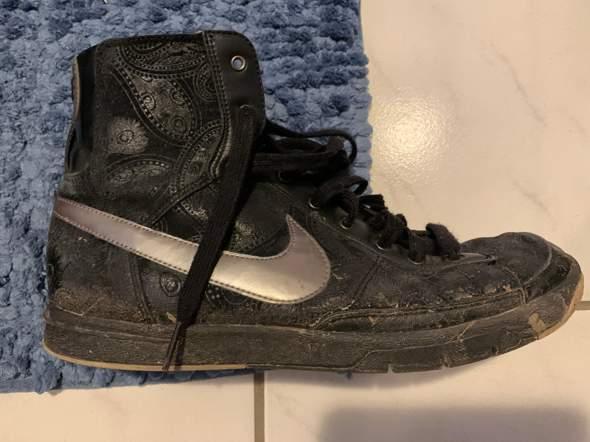 - (Nike, Sneaker, nike blazer)