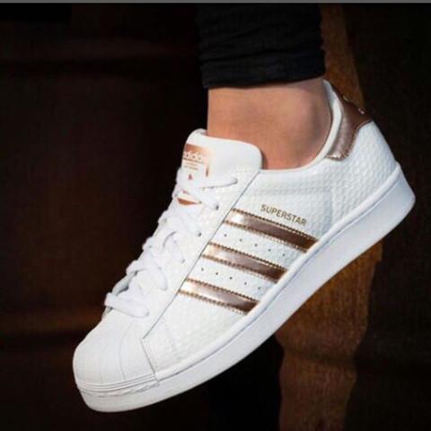 a3357a9caef7 Wie heißen diese Rose Goldenen Adidas Superstars  (Schuhe, Gold, Rosen)